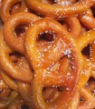 Bretzel en pâte d'amandes